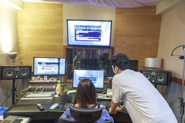 Hari Won sang Hàn Quốc đặt hàng ca khúc mới từ producer từng làm việc với Sistar