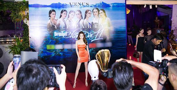 Ngọc Trinh cùng dàn chân dài Việt đọ sắc quyến rũ trước 'Đêm hội chân dài'