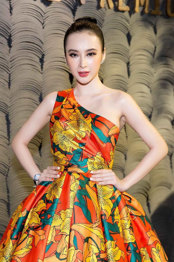 Thiết kế độc đáo giúp tôn bờ vai quyến rũ, thần thái sang trọng của nữ diễn viên 9X.