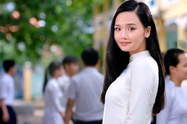 Miu Lê (Cô gái đến từ hôm qua)  Cô gái đến từ hôm qua là tác phẩm điện ảnh thứ hai của đạo diễn Phan Gia Nhật Linh, người đứng sau cú hit phòng vé đạt doanh thu hơn 100 tỷ đồng Em là bà nội của anh (2015). Điều thú vị là cả hai dự án đều có sự xuất hiện của nữ diễn viên xinh đẹp Miu Lê.