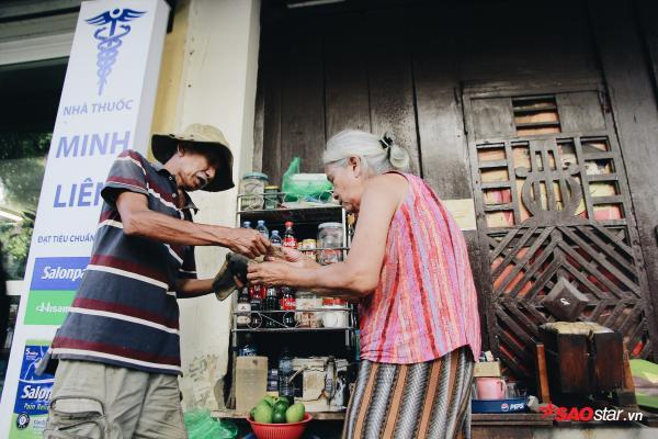 Chuyện kể của những bà cụ dành cả cuộc đời bán trà đá cho người dân Hà Thành - Ảnh 12.