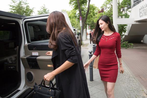 Ngọc Trinh cùng MC Phan Anh rạng rỡ tại Đức, sẵn sàng cho đêm diễn 12 tỷ