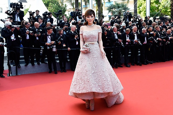 Sau Liên hoan phim Cannes, Lý Nhã Kỳ tiếp tục là gương mặt thu hút truyền thông thế giới