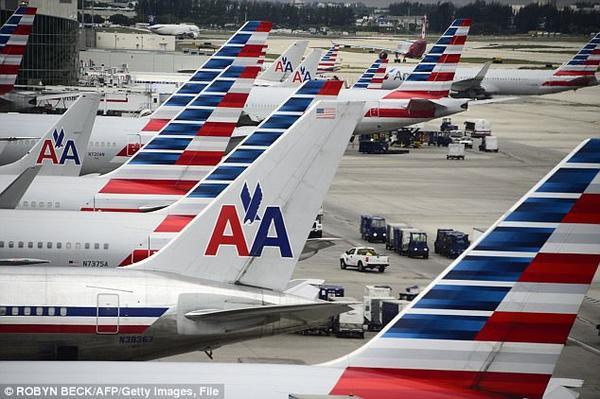 Thi thể nữ hành khách bị kéo lê trong tình trạng bán khỏa thân dọc theo khoang máy bay