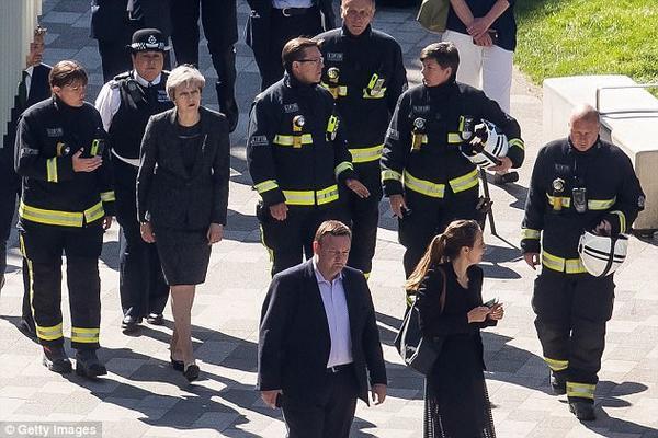 Cháy toà nhà 27 tầng ở London: 30 người chết, con số thương vong tiếp tục tăng