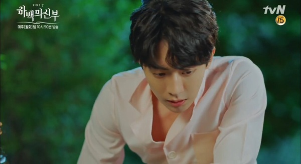 Fans sốc vì Nam Joo Hyuk nude ngay ở tập đầu 'Cô dâu thủy thần'!