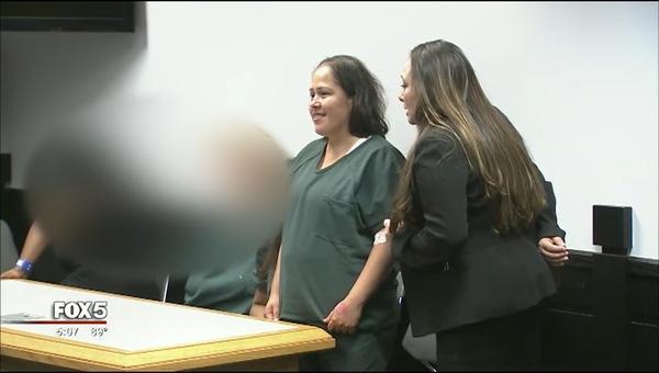 Nụ cười 'ám ảnh' của người phụ nữ giết chồng và bốn con tại phiên xét xử đầu tiên