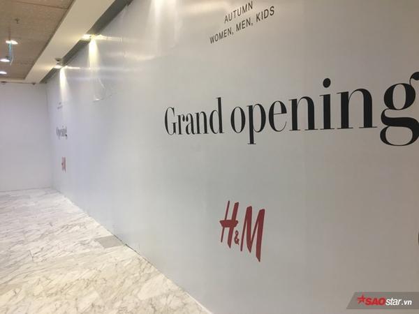 HOT: 24/7 store đầu tiên của H&M sắp hoàn thiện nhưng tận tháng 9 mới mở cửa đón khách?