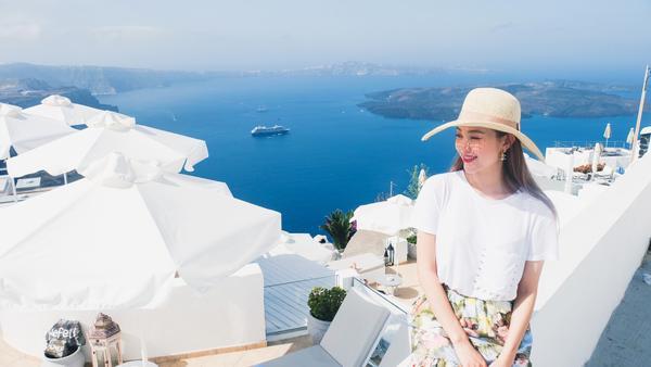 Diện bikini 'lạc trôi' tận Hy Lạp, Minh Hằng không quên 'chiêu đãi' fan MV mới toanh