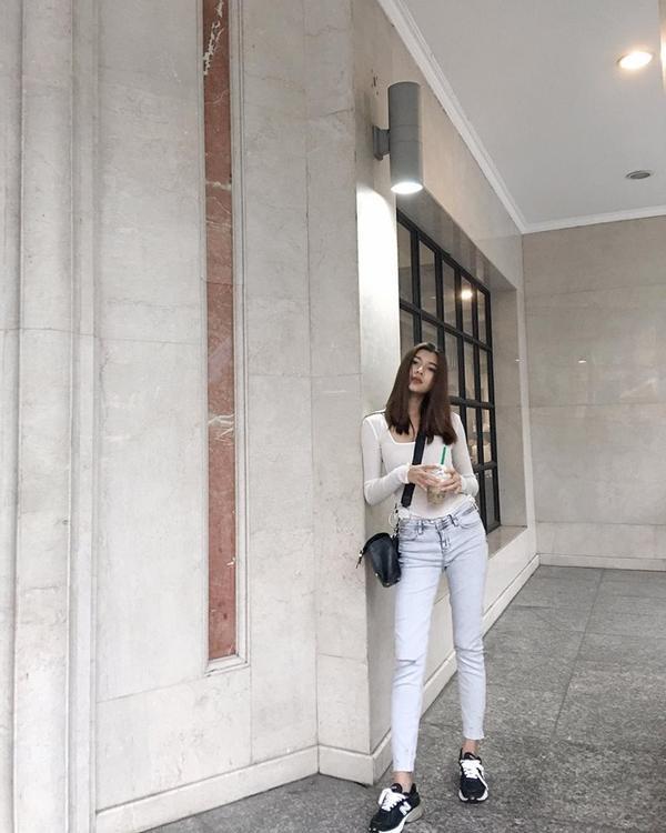Chẳng cần cao xa, Đồng Ánh Quỳnh chỉ cần 4 cách này để luôn có street style thu hút - ảnh 4