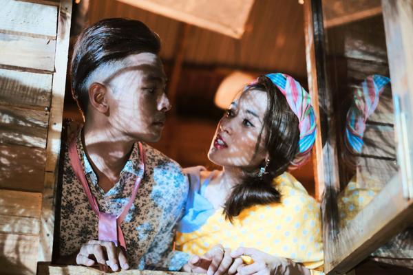 Tú Vi - Văn Anh 'tình bể bình' trong dự án phim đầu tay
