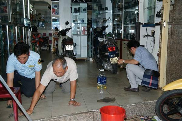 Vừa khai trương quán trà sữa, Phạm Hương hết bị tạt sơn lại ném mắm tôm - Ảnh 9
