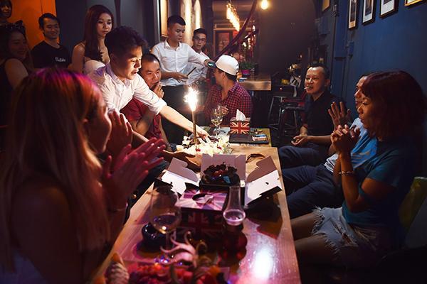 Sau 'Anh cứ đi đi', Hà Trần ngẫu hứng chế lời '60 năm cuộc đời' mừng sinh nhật tuổi 40 - ảnh 5