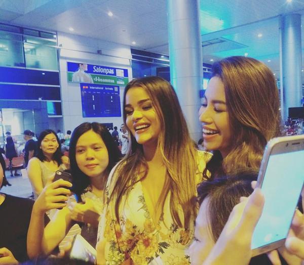 Phạm Hương rạng rỡ đọ sắc bên cô bạn thân Hoa hậu Dominican - ảnh 1