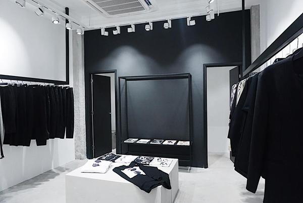 Không quá chênh lệch mức giá, bạn sẽ chọn thời trang tầm trung nước ngoài hay thời trang nội địa Việt Nam?