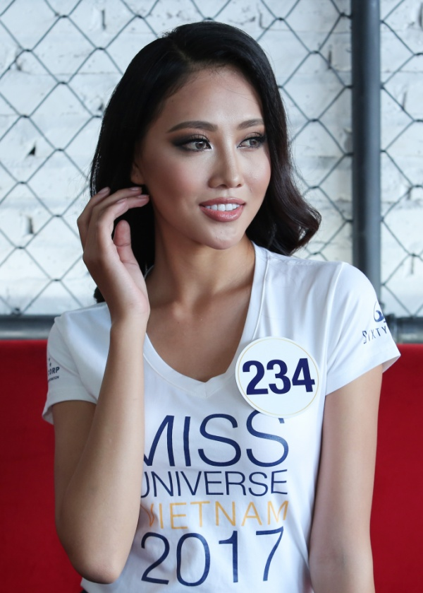 Không ngoài kỳ vọng, 'thánh ca dao' Hoàng Thùy giành vé vào bán kết Hoa hậu Hoàn vũ Việt Nam 2017. - ảnh 7