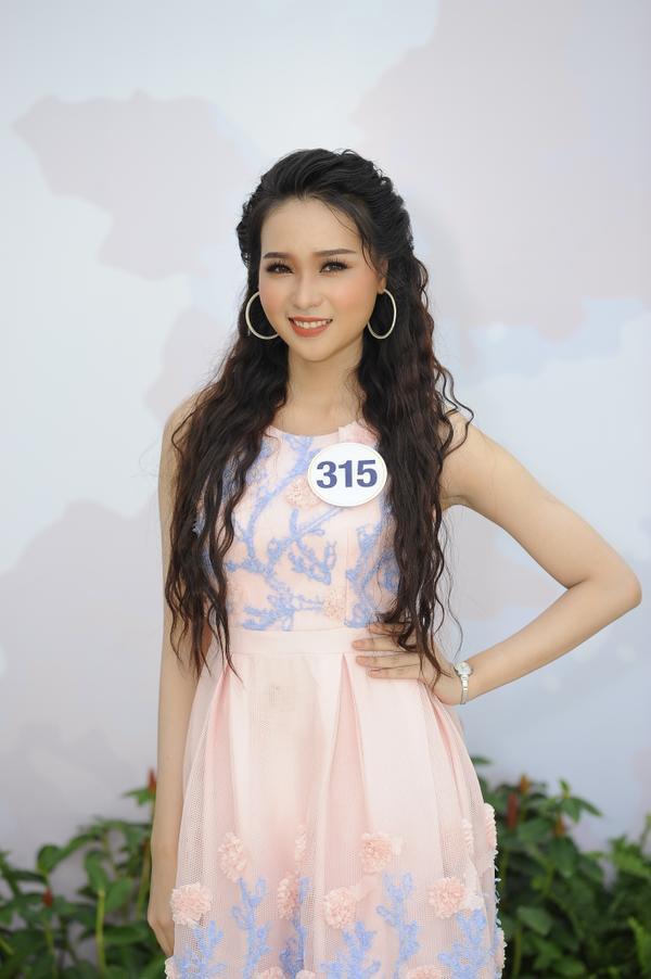 Không ngoài kỳ vọng, 'thánh ca dao' Hoàng Thùy giành vé vào bán kết Hoa hậu Hoàn vũ Việt Nam 2017. - ảnh 10