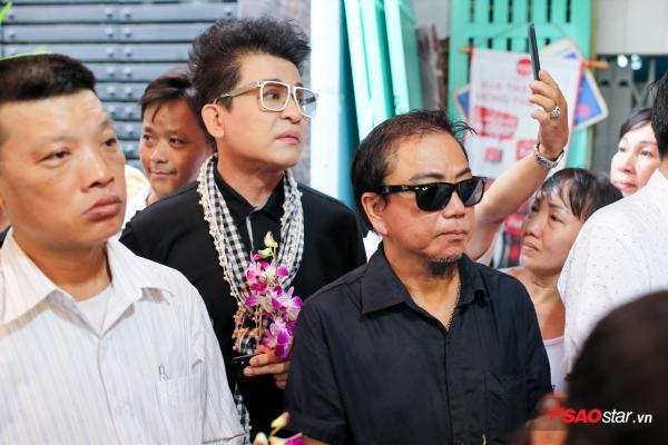 - dttp1441 - Mặc trời mưa lớn, nhiều khán giả vẫn có mặt đưa tiễn danh hài Khánh Nam về 'đất mẹ'