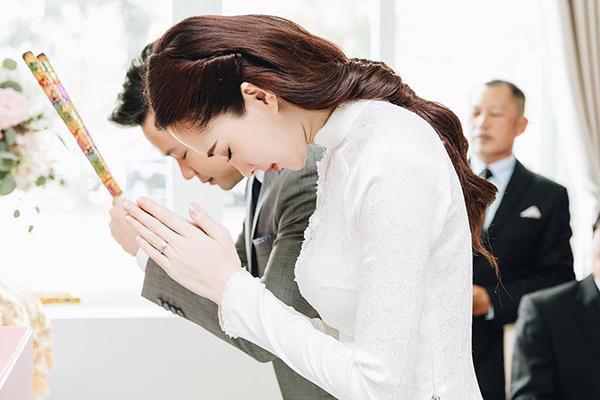 Đặng Thu Thảo đẹp nao lòng trong tà áo dài trắng, xứng danh 'tỷ tỷ' vạn người mê!