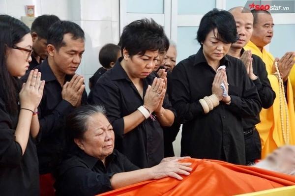 Vợ thầy Văn Như Cương khóc ngất bên linh cữu chồng - ảnh 5