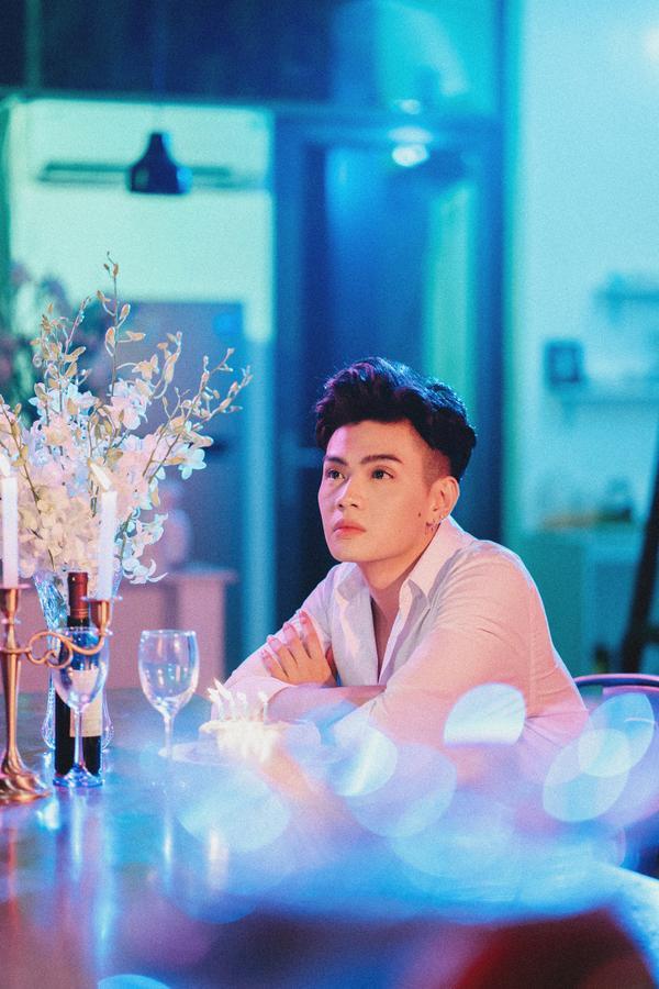 Hé lộ hình ảnh 'giường chiếu' của Đào Bá Lộc và mẫu Tây trong MV về tình cũ - ảnh 1