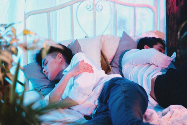 Hé lộ hình ảnh 'giường chiếu' của Đào Bá Lộc và mẫu Tây trong MV về tình cũ - ảnh 2