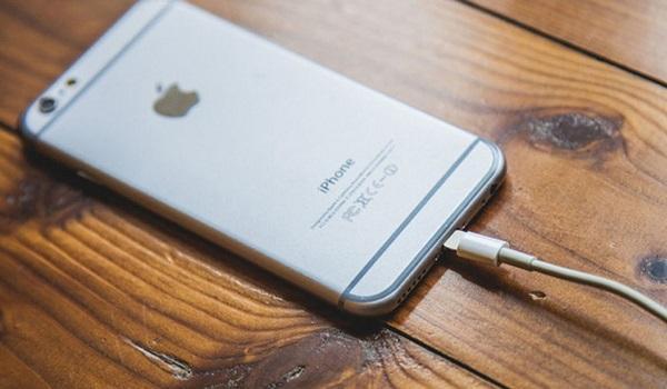 5 sai lầm mà chúng ta ai cũng mắc phải khi sạc pin smartphone
