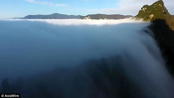 'Thác mây tiên nữ' - hiện tượng thiên nhiên hiếm có - Ảnh 3.
