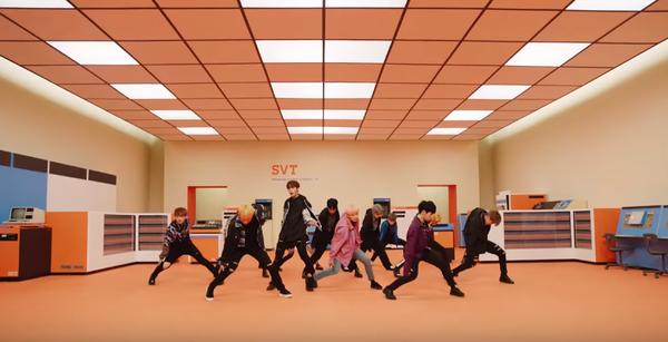 Trước khi gặp fan Việt, Seventeen nổ ra 'cuộc chiến' tưng bừng với Super Junior ngay tại Hàn