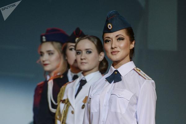 Dàn gái xinh các trường quân sự Nga đua nhau thi sắc đẹp - Ảnh 4.