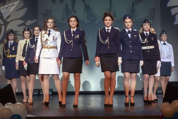 Dàn gái xinh các trường quân sự Nga đua nhau thi sắc đẹp - Ảnh 10.