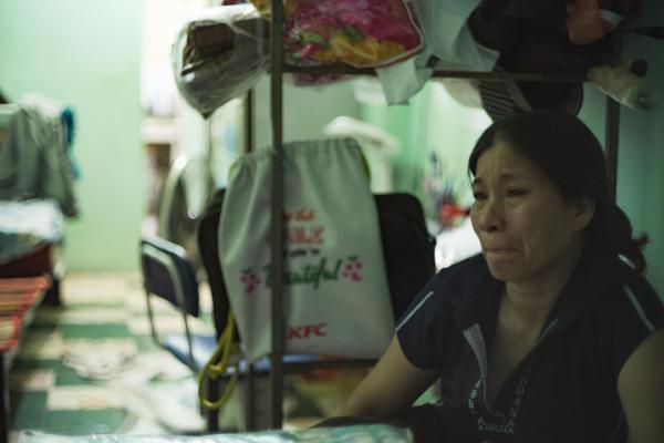 Cô Thùy Trang rưng rưng nước mắt kể lại.