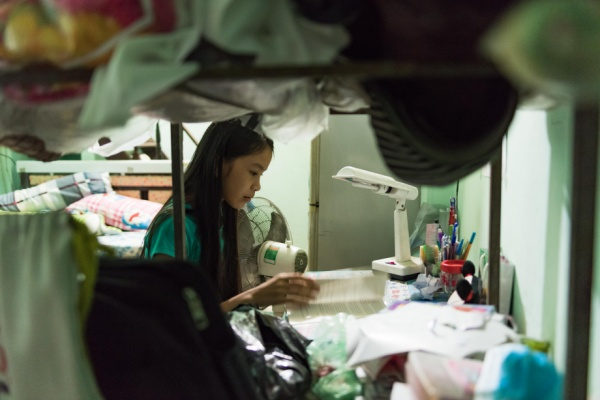 Người em gái chính là niềm hy vọng của Trầm và là sự an ủi lớn của cô Trang.