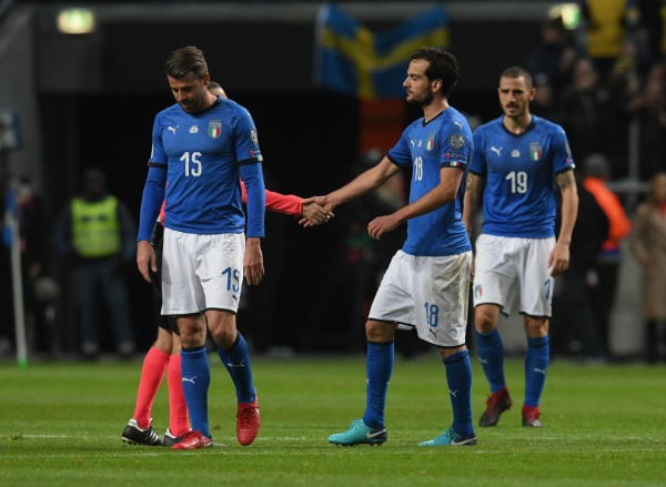 Italia ngồi nhà xem World Cup: Khi nhà cựu VĐTG bị mắc nghẹn bởi món 'đặc sản' trứ danh - Ảnh 1.