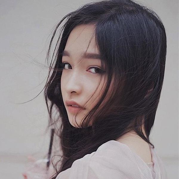 Nữ sinh 2001 gây chú ý vì đôi môi cong 'siêu nũng nịu' - ảnh 4