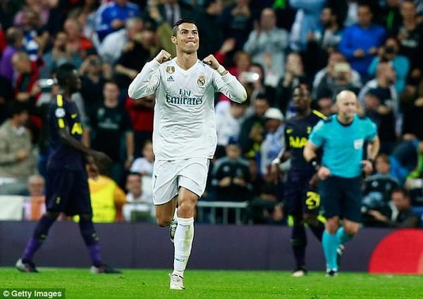 Ronaldo đã gọi điện cho Messi thông báo mình mới là người đoạt QBV năm nay.