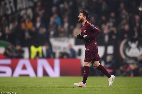 Messi ngồi dự bị, lấy gì đua Bóng Vàng với Ronaldo?
