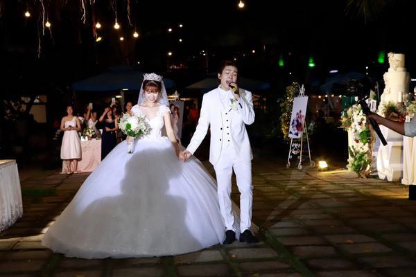Khởi My hóa công chúa khi diện váy cưới hoành tráng - Ảnh 5.