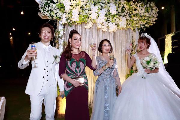 Khởi My hóa công chúa khi diện váy cưới hoành tráng - Ảnh 7.