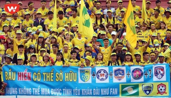 V.League 2017 hạ màn: Nửa cái bánh mì và cú 'áp phe' mang tên 'Tương lai bóng đá Việt' - Ảnh 2.