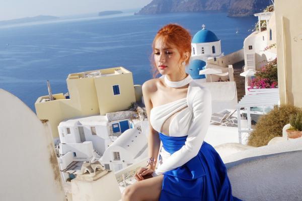 Những bộ váy thảm họa mang thương hiệu Hương Giang Idol