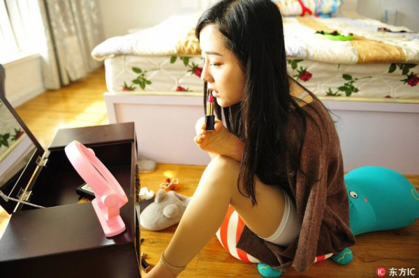 Cô gái không tay bỗng thành 'hiện tượng' trên mạng xã hội Trung Quốc - Ảnh 3.