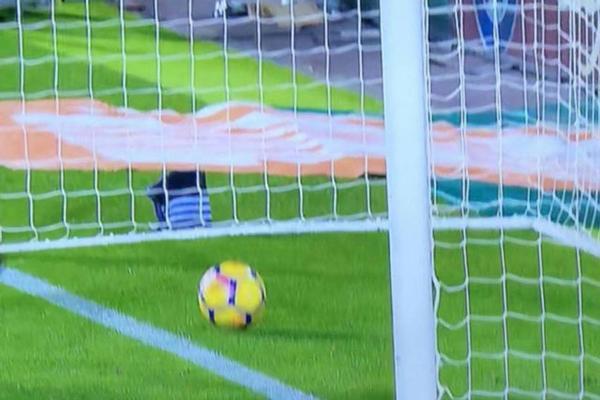 """HLV Barcelona phản ứng khó tin khi Messi bị trọng tài """"cướp"""" bàn thắng - Ảnh 3."""