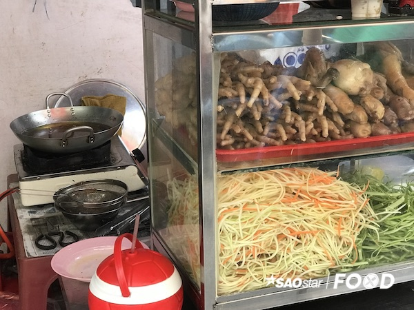 Thách bạn ăn hết các món ăn trong chợ Hồ Thị Kỷ - Ảnh 2.
