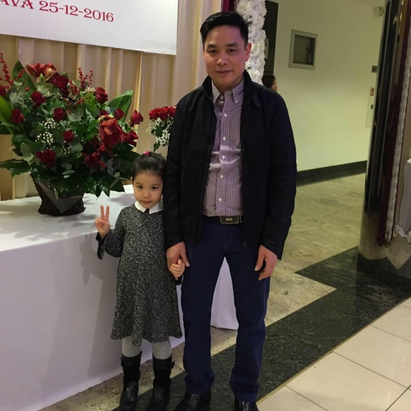 Bé gái người Việt 'quẩy cực sung, hát cực đỉnh' tại một đám cưới ở Ba Lan - Ảnh 3.