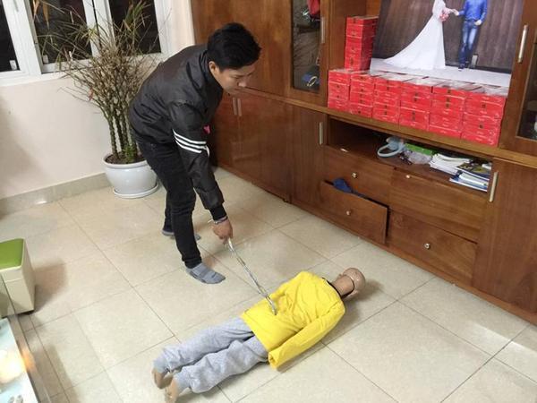 Trần Hoài Nam thực nghiệm lại hiện trường đánh con.