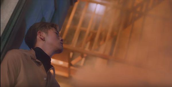 'Không kèn không trống', tân binh K.A.R.D bất ngờ trở lại với MV mới