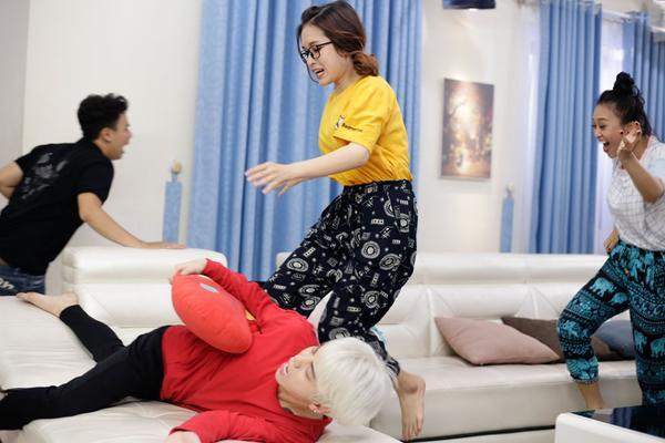 Tập 2 'Thần tượng tuổi 300': Thành Thỏ đau đầu với bộ 3 'trên trời rơi xuống' của Han Sara - ảnh 1