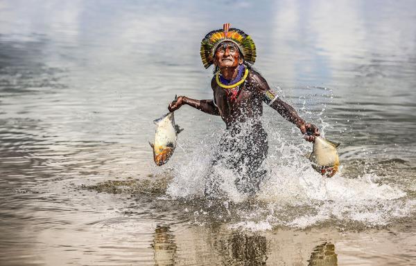 Hé lộ cuộc sống bí ẩn của thổ dân trong rừng rậm Amazon - Ảnh 6.