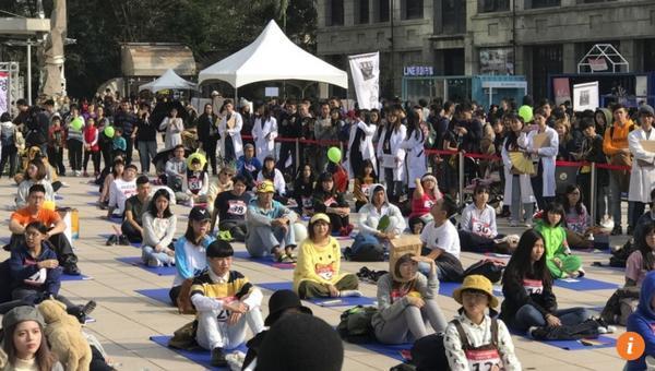 Kỳ lạ: Cuộc thi ngồi bất động, không làm gì trong suốt 90 phút - ảnh 1